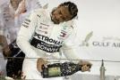 Jezdec Mercedesu Lewis Hamilton.