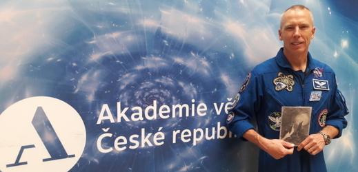 Prahu navštívil americký astronaut Andrew Feustel, který na své mise vzal předměty odkazující na Česko.