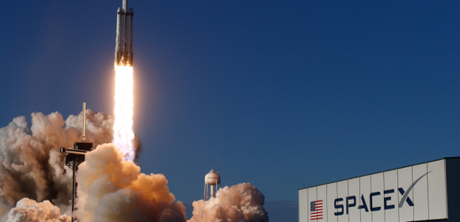 Start rakety Falcon Heavy společnosti SpaceX.