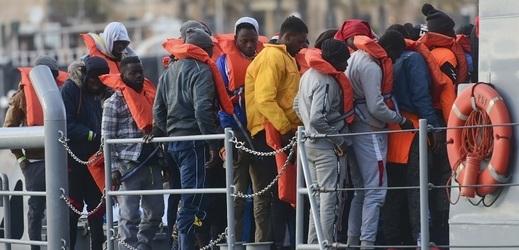Libyjský premiér žádá o pomoc při nastolení míru ve své zemi, jinak může dojít k další hromadné migraci.