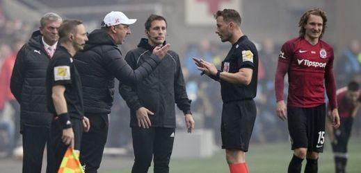 Slavia měla dle komise kopat dvě penalty, v Plzni sudí nechyboval