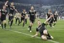 Fotbalisté Ajaxu se radují z postupu do semifinále Ligy mistrů.