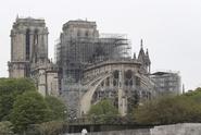 Dary na Notre-Dame vyvolávají ve Francii debatu