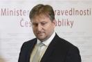 Odchod ministra spravedlnosti Jana Kněžínka hodně politiků zaskočil.