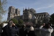 Vyšetřování nehody: požár Notre-Dame asi způsobil zkrat
