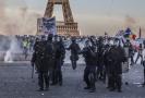 Policejní složky během protestů žlutých vest v Paříži.