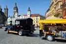 Turistický vláček v centru Hradce Králové.