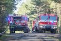 Hasiči zasahují u požáru lesa okolo vrchu Krkavec nedaleko obce Chotíkov u Plzně, který začal hořet 22. dubna 2019.