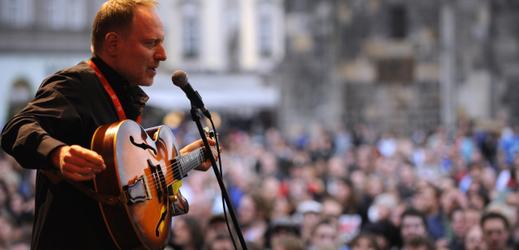 Jazzový kytarista Matúš Jakabčic.
