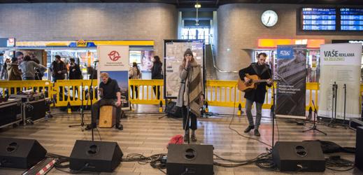 Akce Nalaďte se v metru, The amplified acoustic band, 20. dubna 2017.