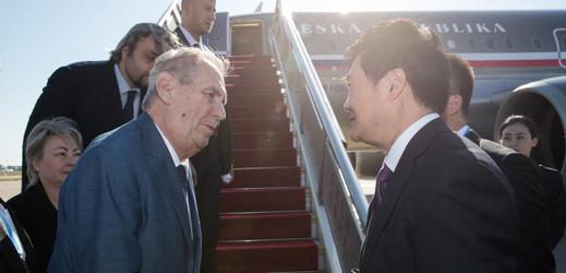 Prezidentův přílet do Pekingu.