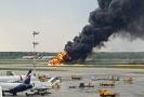 Krátce po startu vyslalo letadlo signál nouze a začalo hořet.