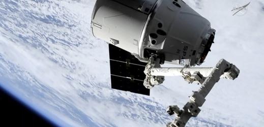 Dragon na ISS dopravil zásoby a materiál k výzkumu.