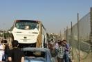 Autobus s turisty v Egyptě zasáhla exploze, 12 lidí bylo zraněno.