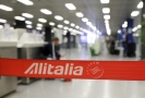 Zaměstnanci aerolinky Alitalia stávkují, byla zrušena půlka letů.