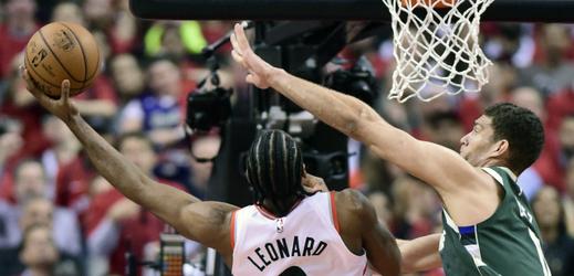 Hlavní hvězda týmu Kawhi Leonard (Raptors) a Brook Lopez (Bucks).