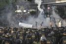 Záběry z místa protestů.