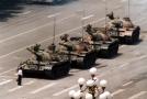 Pekingské náměstí Tchien-an-men, tanky během studentských nepokojů v roce 1989.