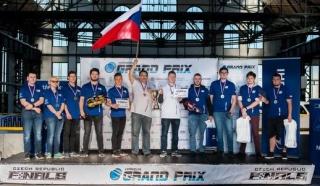 Skupinová fotka z minulého závodu. Týmy reprezentující ČR - Motol Speeders a Werk team.