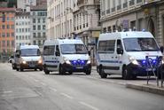 Policie pátrá po pachateli útoku v Lyonu. Jeho podobu zná
