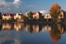 Nábřeží v Hranicích na Moravě, v popředí řeka Bečva.