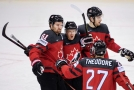 Hokejisté Kanady slaví gól ve čtvrtfinále MS proti Švýcarsku.