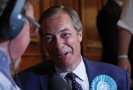 Nigel Farage má důvod k radosti, jeho Strana pro brexit s přehledem ovládla volby ve Velké Británii.