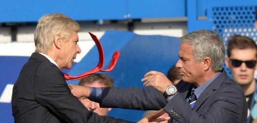 Unikátní okamžik: Mourinho s Wengerem se společně dojali.