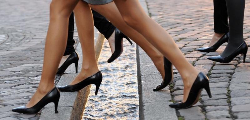 3187697d8a Vysoké podpatky budou pro ženy i nadále nezbytnou součástí oblečení při  výkonu práce.