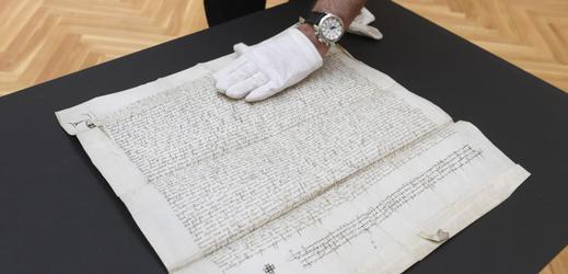 Právní doklad napsaný na pergamenu o rozměrech 54,2 x 52 centimetrů brzy vystaví v Klementinu.