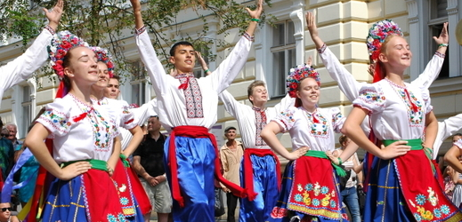 Mezinárodní folklorní festival proměnil 18. srpna 2018 centrum Šumperka v obří taneční parket.