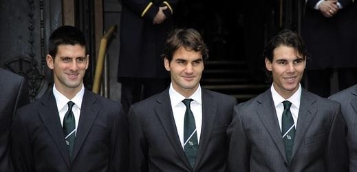 Zleva Novak Djokovič, Roger Federer a Rafael Nadal na snímku starém deset let.