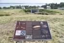 Informační panely popisují dějiny archeologického výzkumu pod Pálavou a hlavní nálezy z oblasti, mimo jiné i slavnou Věstonickou venuši.