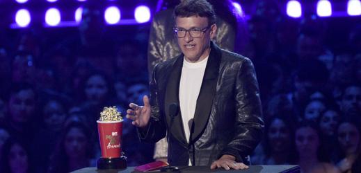 Režisér Anthony Russo převzal cenu za film Avengers: Endgame.