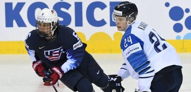 017045527a515 Jack Hughes (vlevo) a Kaapo Kakko na letošním hokejovém MS na Slovensku.