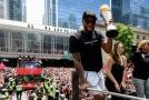 Starosta Toronta John Tory vyzval basketbalové fanoušky, aby dopřáli hvězdě Raptors Kawhimu Leonardovi po zisku titulu v NBA trochu klidu.