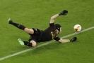 Díky, agente Čechu! Fanoušci Chelsea pošťuchují novou posilu.