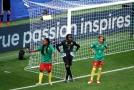 Kamerunské fotbalistky protestovaly proti zásahu videorozhodčího.