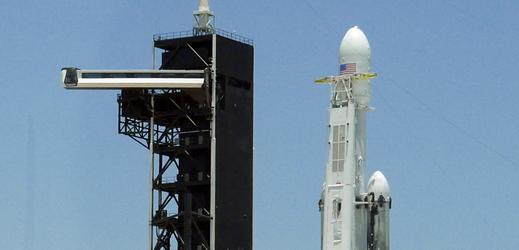 Raketa Falcon Heavy.