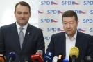 Zleva místopředseda SPD Radim Fiala a předseda Tomio Okamura.