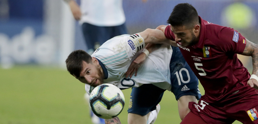 Lionel Messi (Argentina) a Junior Moreno (Venezuela).