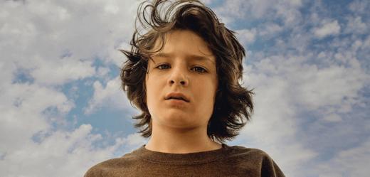 Hlavní postava Stevie v novém filmu Jonaha Hilla Devadesátky