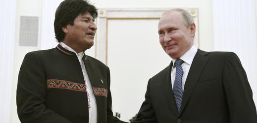 Zleva prezident Bolívie Evo Morales s ruským prezidentem Vladimirem Putinem.