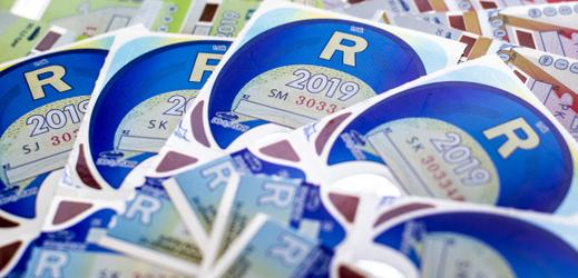 Elektronické dálniční známky nahradí papírové nálepky.