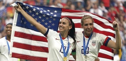 Šampionku okradli, ani poté neztratila smysl pro humor. Allie Longové (na snímku vpravo) odcizili peníze i symbolický klíč od starosty New Yorku.