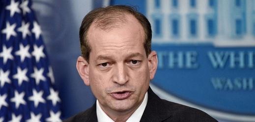 Alexander Acosta končí ve funkci ministra práce USA.