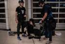 Poklidná demonstrace v Hongkongu skončila násilím.