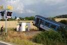 Vykolejený vlak u obce Příčina.