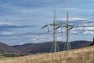Dvojitý elektrický stožár velmi vysokého napětí.