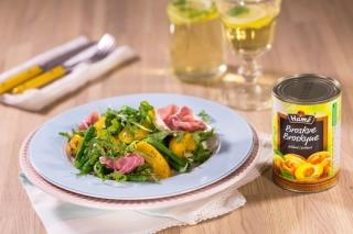 Fazolkový salát s broskvemi a makovo-medovou zálivkou.